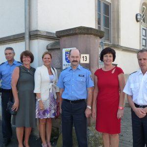 v.l.n.r. Mitarbeiter der Polizeistation Hilders, Sabine Waschke MdL, Nancy Faeser MdL, Schmitt, Birgit Kömpel, Bommer
